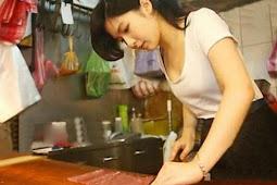Terlalu Cantik, Pedagang Daging Ini Bikin Heboh Internet