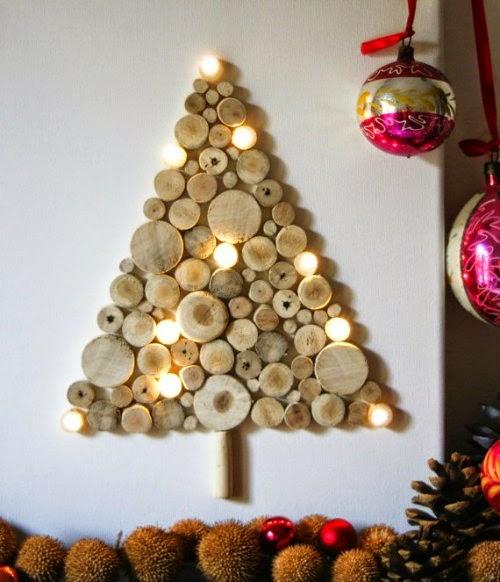 Arbol de Navidad con pequeños troncos de madera