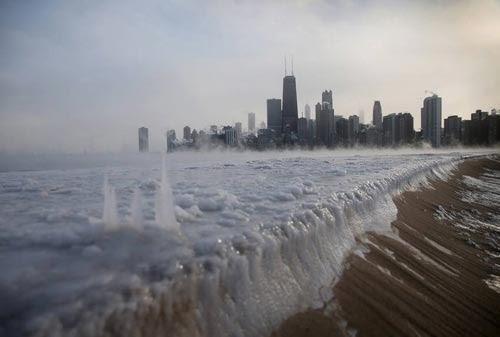 موجة برد قاسية  سموها  بالدوامة  القطبية