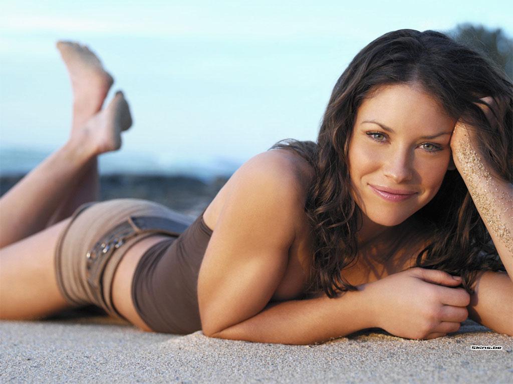 http://1.bp.blogspot.com/-cSLXEeRt8C0/TsKRz3RxnLI/AAAAAAAABMM/Ghy7GhevAgY/s1600/evangeline-lilly-pregnant-photos.jpg