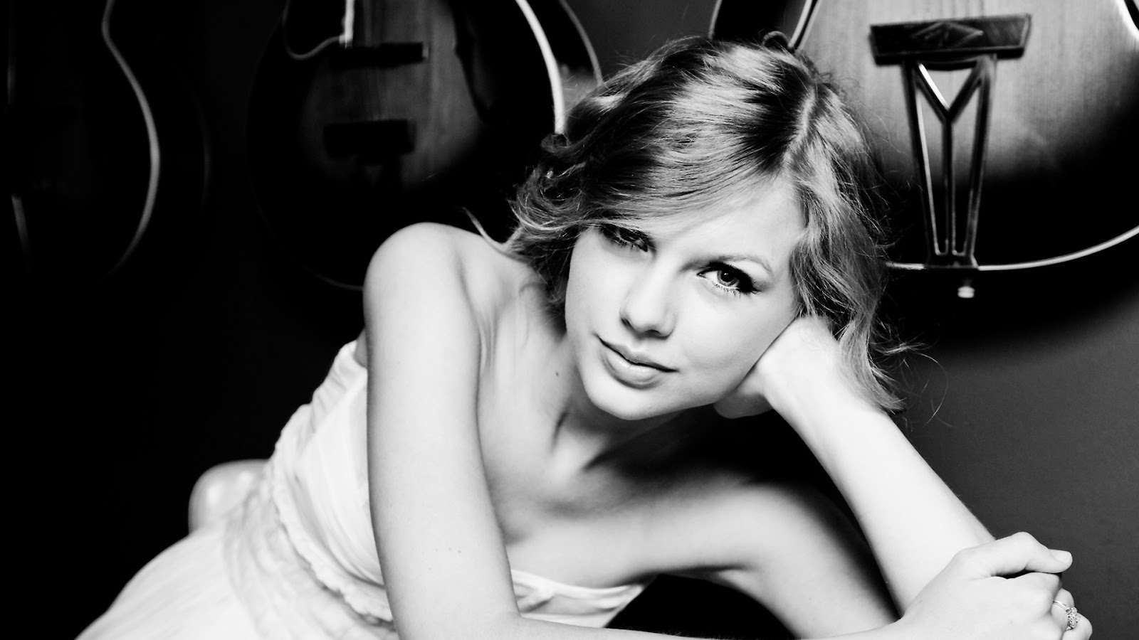 Taylor Swift Black N White