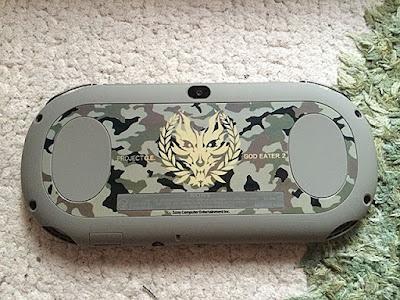 PS Vita (PCHJ-10010)×GOD EATER 2 Fenrir Edition裏面