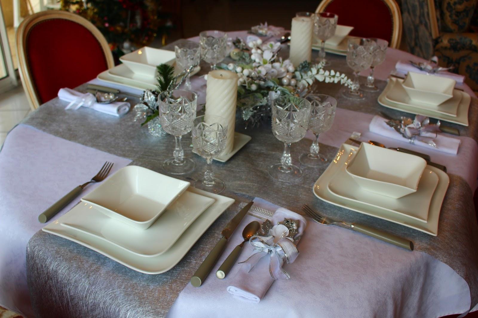 Roses du jardin ch neland table de no l en blanc et argent - Table de noel blanc et argent ...