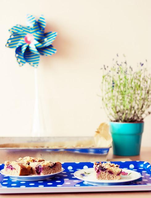placek z czereśniami, placek chałwowy, ciasto chałwowe, ciasto chałwowe z czereśniami, ciasto z czereśniami, przepis na placek z czereśniami, ciasto z tahini
