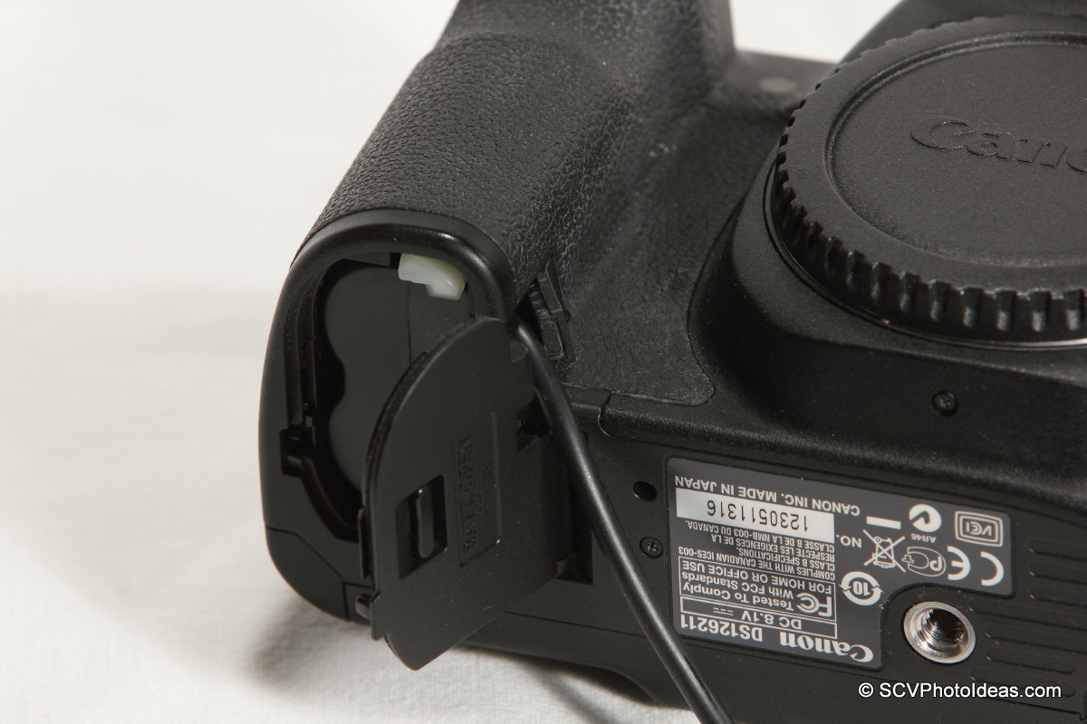 Canon EOS 50D Battery door cable rubber cover