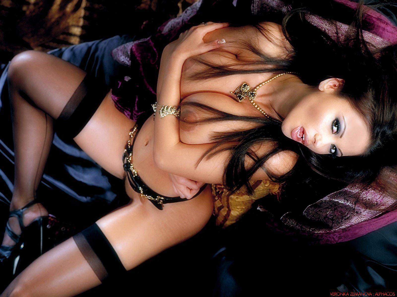 http://1.bp.blogspot.com/-cT1Q9GMI_Zo/T8bUacGkXBI/AAAAAAAAIkY/CaXVhf9nfoA/s1600/veronika_zemanova_wallpapers_10_2.jpg