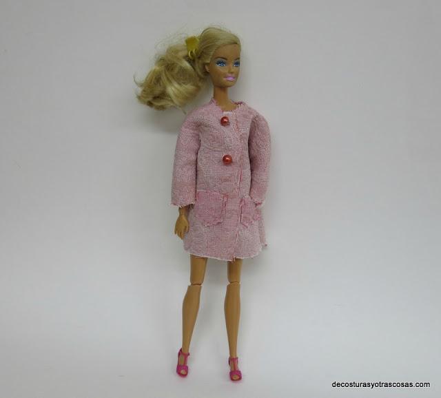 como hacer un abrigo tres cuartos para la muñeca barbie