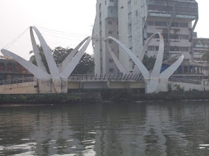 "Main outlet of ""Market Canal"" into Vembanad lake at   Marine drive in Ernakulam."
