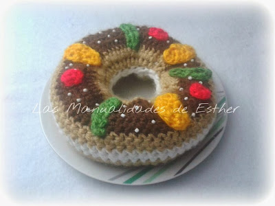 amigurumi roscon de reyes relleno de nata reaizado a crochet