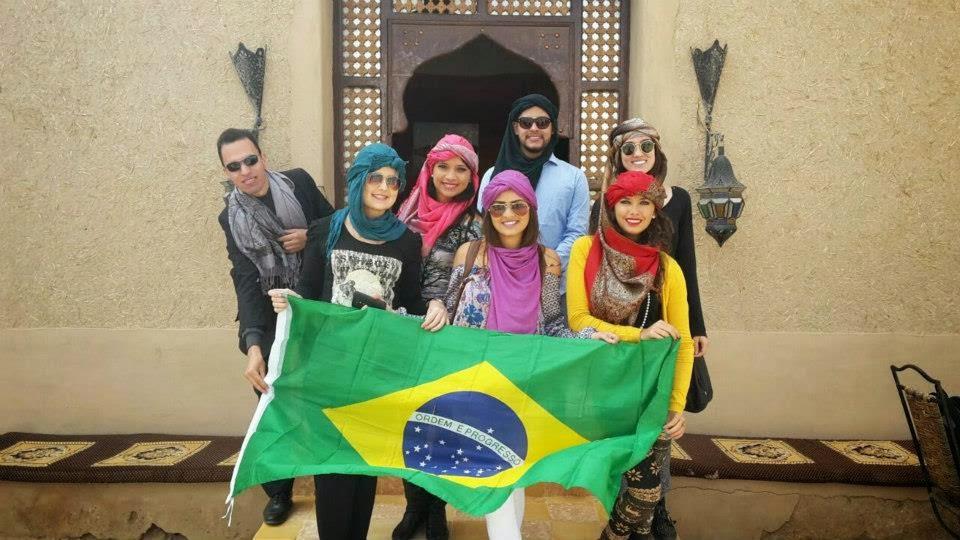 Com brasileiros