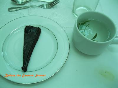 Sonyas Garden chocolate cake