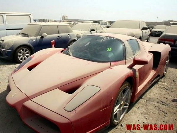 """Gambar Mobil Sport Ferrari"""