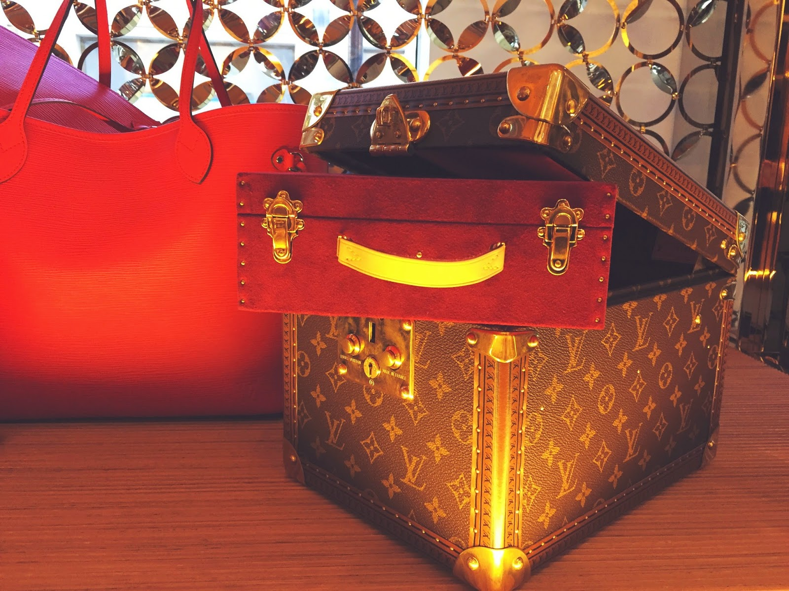 louis vuitton london trunk monogram luxury