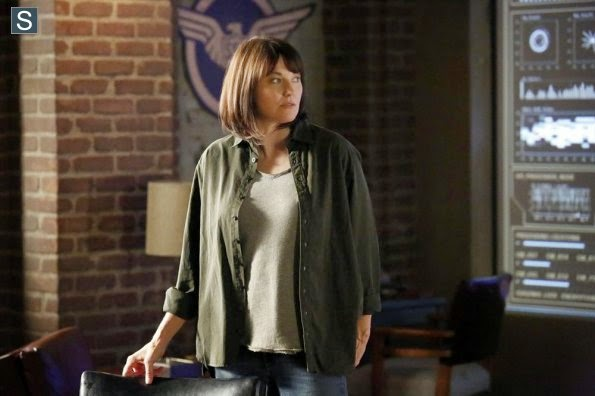 Lucy Lawless in Agents of S.H.I.E.L.D. 2x01 - Shadows