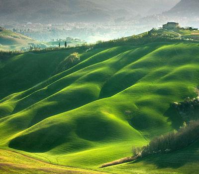 Visitando los verdes prados muy cerca de Italia