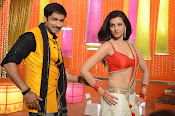 Hamsha Nandini Item Song in Loukyam-thumbnail-5