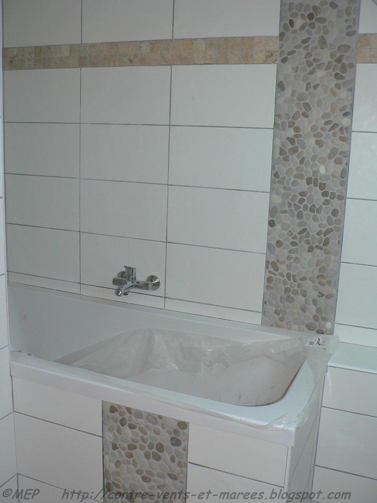 Contre vents et mar es carrelage de la salle de bain for Carrelage salle de bain frise