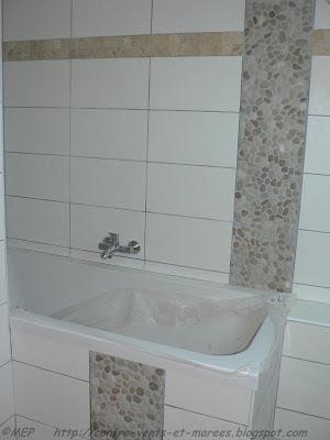 Contre vents et mar es carrelage de la salle de bain for Carrelage galet salle de bain