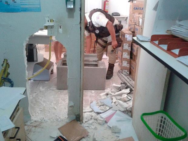 Casa lotérica é explodida na cidade de Santa Rita de Cássia, na Bahia (Foto: Blog do Sigi Vilares)