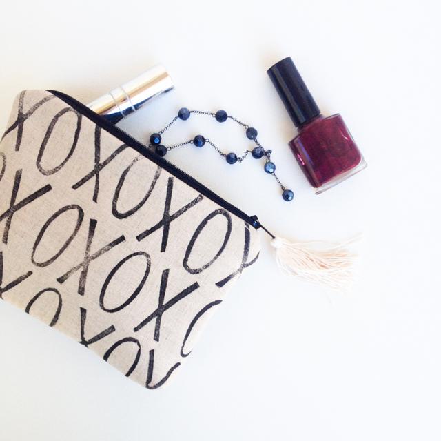 Black and Linen XO Clutch | mamableudesigns.com
