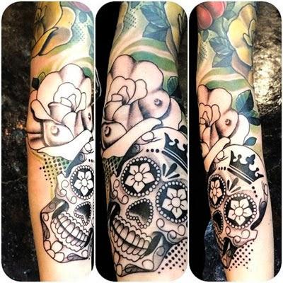 Tatuagem preto e branco - caveira mexicana