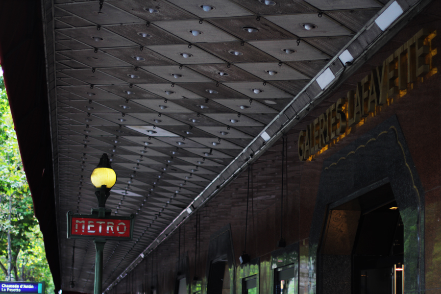 paris metro galeries lafayette