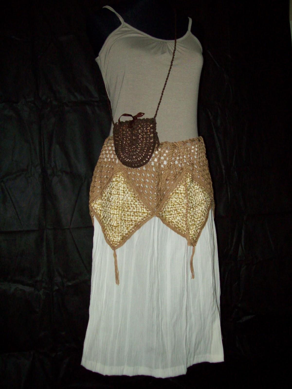 ... beige en telar con flores en el escote y mangas tejidas al crochet