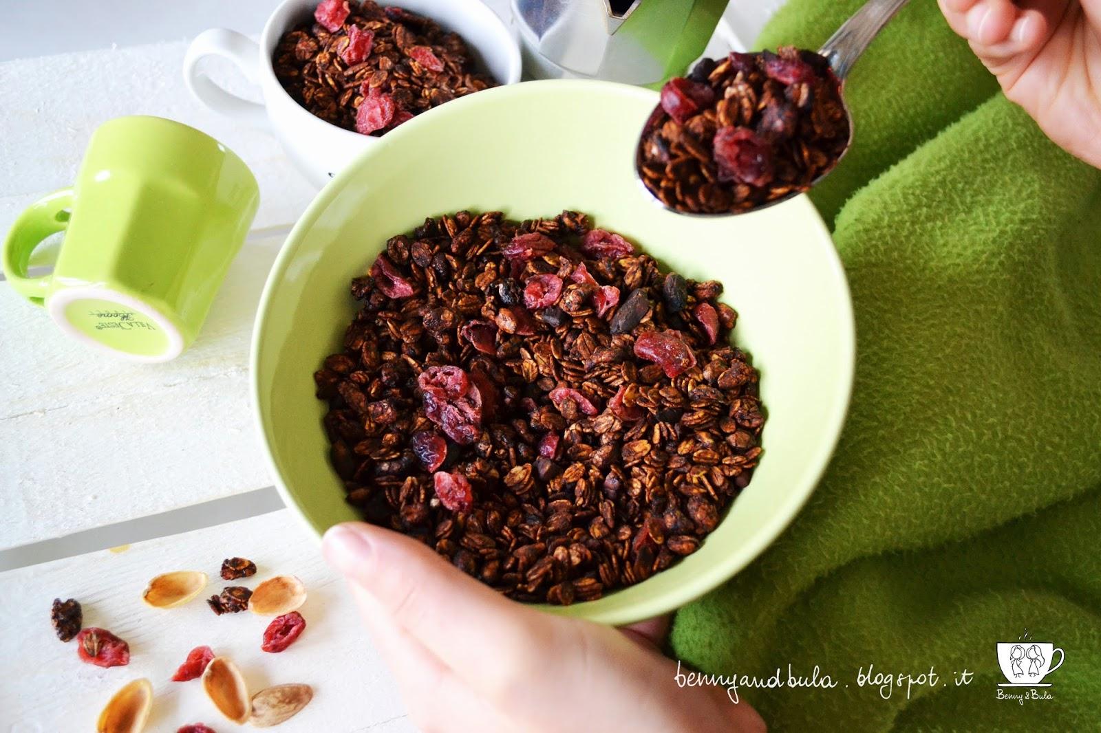 ricetta granola con cacao pistacchi e mirtilli/ homemade granola with cocoa pistachio and berries recipe