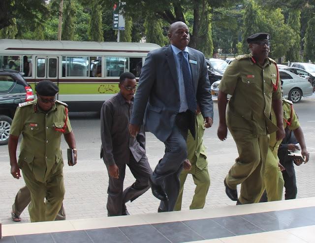 Waziri wa Mambo ya Ndani ya Nchi afanya ziara Jeshi la Zimamoto