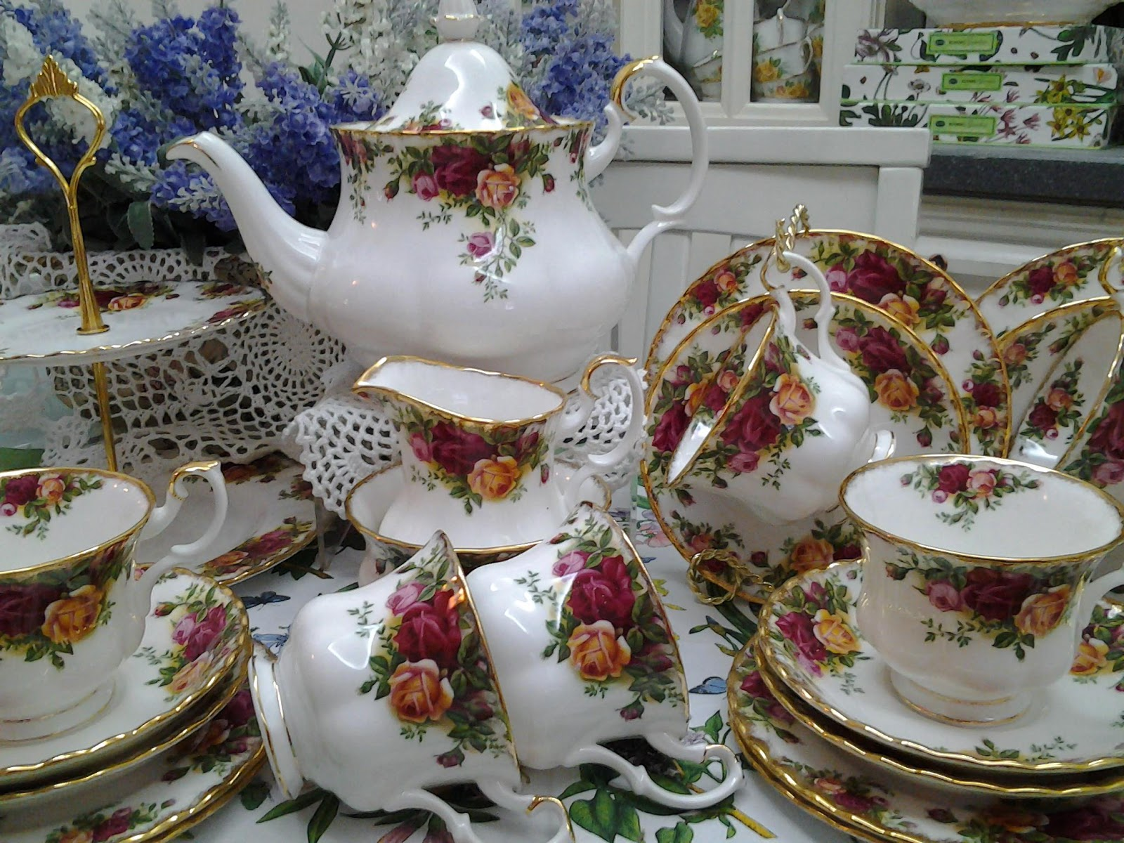 Lovely Treasures From English Garden Royal Albert Old