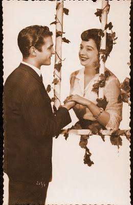 postal de San Valentin pareja retro