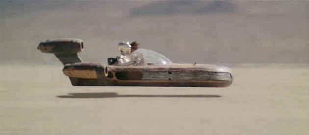 Land cruiser Star Wars movieloversreviews.blogspot.com
