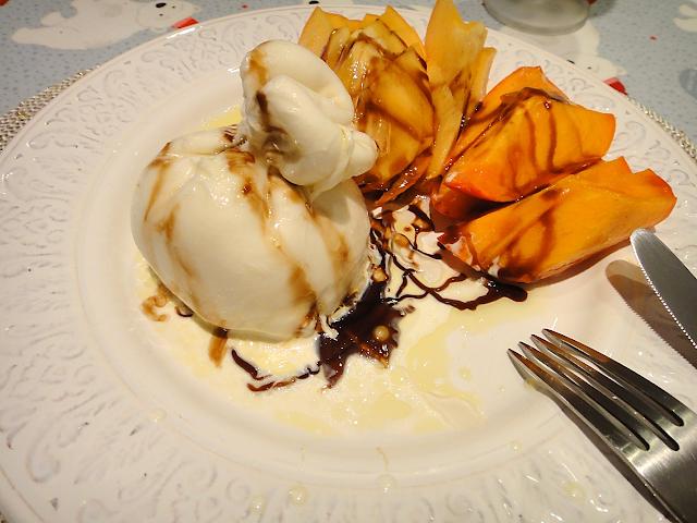 сыр буррата испанская хурма салат соус бальзамик хамон ужин романтический