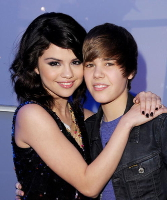 selena gomez and justin bieber wallpaper 2011. Selena Gomez, Bieber has