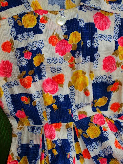 50's vintage cotton fabric buttons dress floral
