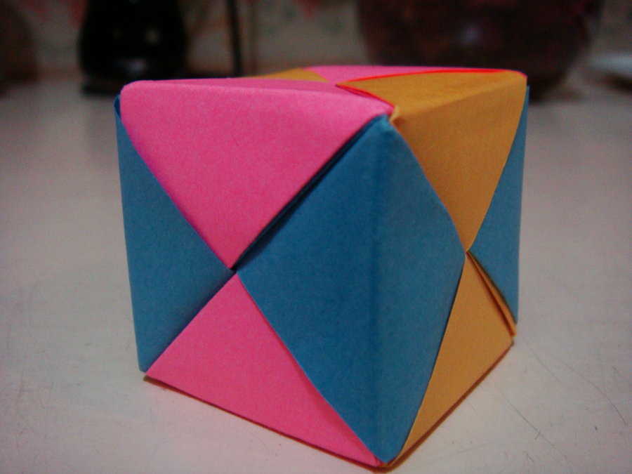 Origami Maniacs Cube Using The Sonobe Modules