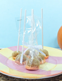White Chocolate Pumpkin Pie Pops