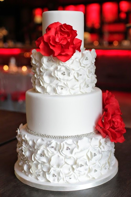 Cake Ideas With Red Roses : Red Wedding Theme: Red Roses Decorate Your Cakes