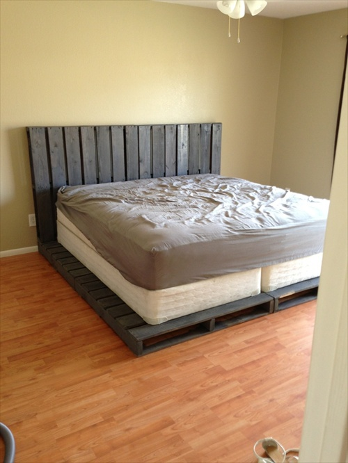 34 diy ideas best use of cheap pallet bed frame wood for Pallet king bed frame