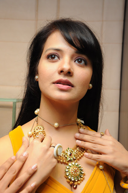 saloni hot and spicy pics