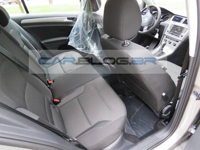 VW Golf 1.6 MSI Flex Automático - espaço traseiro