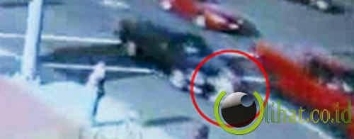Kisah gadis yang tertabrak dua mobil dan selamat