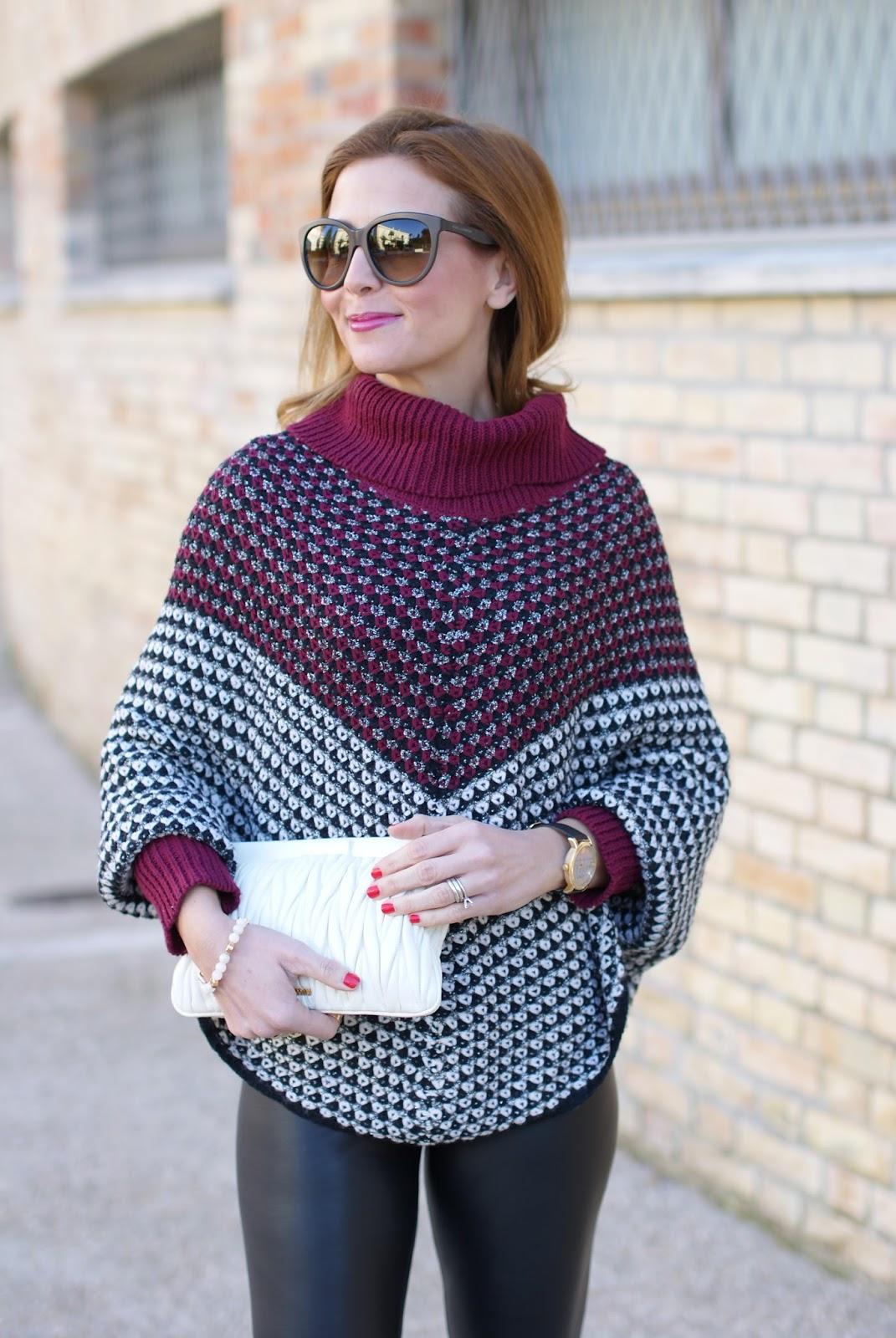 Jadea leggings, leather leggings and Smash! Prolix poncho sweater on Fashion and Cookies fashion blog, fashion blogger style