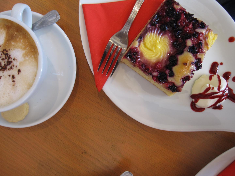 Café und Kuchen: Tom\'s Artisan Bakery. 46 Main Street, Kinsale, Ireland.