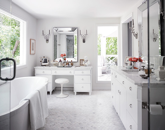 Mix And Chic Stunning White Bathrooms