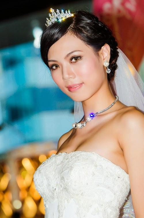 Voorbeelden bruidskapsels los haar The Beautiful Bride
