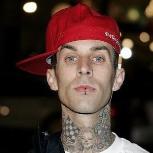 rock stars like travis barker embraces the skater look