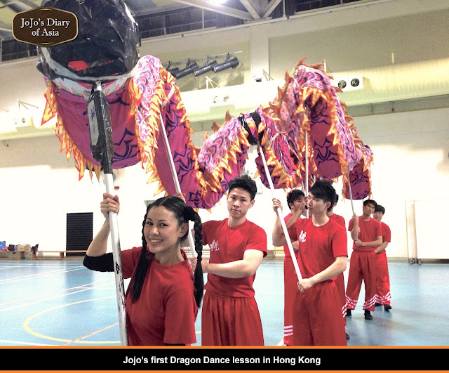"Jojo Struys'first Dragon Dance lesson in Hong Kong - ""Jojo's Diary of Asia"""