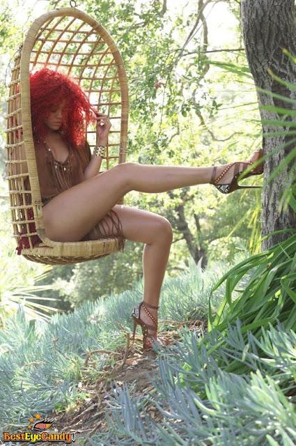 Rihanna Hot with Beautiful Hairstyle