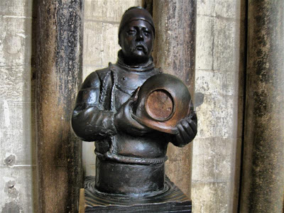 Escultura de William Walker en la Catedral de Winchester